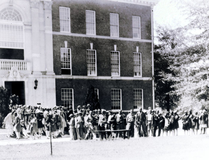 Public attends Harmon Foundation exhibit of paintings by black artists, Spelman, 1929; On one day over 1000 attended.<br />
