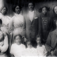 Family of Spelman graduate Emma Leggett Ratcliff, Hennessy, Oklahoma, 1913.<br />